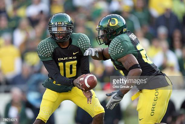 Dennis Dixon of the Oregon Ducks hands off the ball to Jonathan Stewart during the game against the Arizona State Sun Devils at Autzen Stadium on...