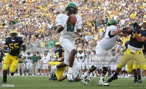 Dennis Dixon of the Oregon Ducks runs the ball against the Michigan Wolverines during their game on September 8, 2007 at Michigan Stadium in Ann...