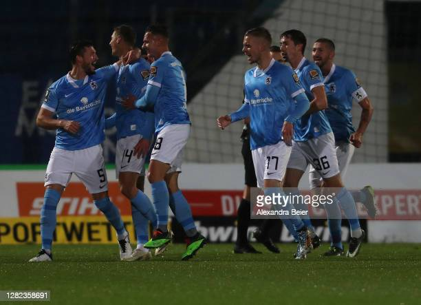 Dennis Dressel and teammates of TSV 1860 Muenchen celebrate his first goal during the 3. Liga match between SpVgg Unterhaching and TSV 1860 Muenchen...