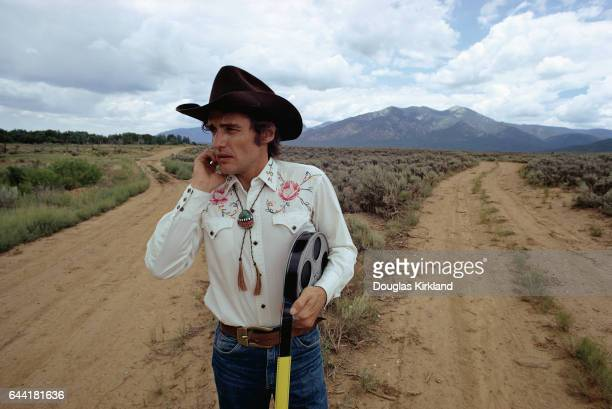 Dennis Hopper stands at the cross of two dirt roads in the New Mexico desert