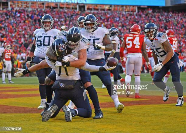 Dennis Kelly of the Tennessee Titans reacts with teammates after catching a 1 yard touchdown pass in the second quarter against the Kansas City...