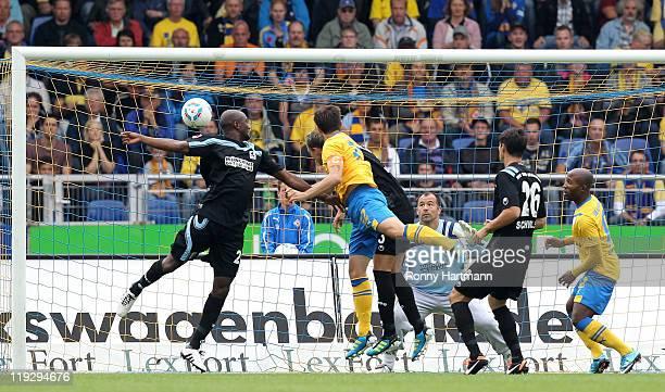 Dennis Kruppke of Braunschweig scores the opening goal during the Second Bundesliga match between Eintracht Braunschweig and TSV 1860 Muenchen at...