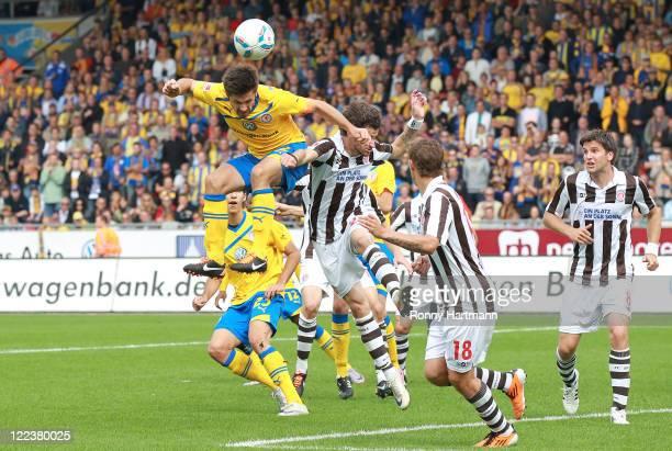 Dennis Kruppke of Braunschweig scores the opening goal during the Second Bundesliga match between Eintracht Braunschweig and FC St. Pauli at...