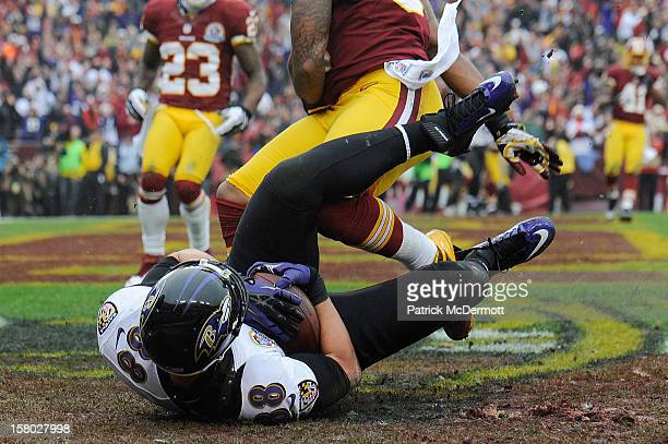 Dennis Pitta of the Baltimore Ravens catches a touchdown pass from Joe Flacco during a game against the Washington Redskins at FedExField on December...