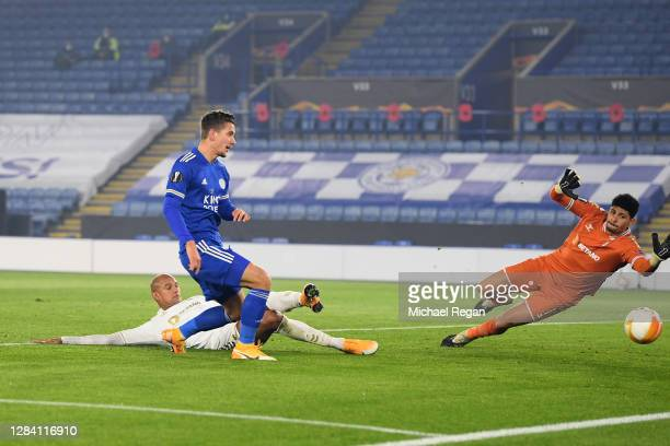 Dennis Praet of Leicester City scores his team's third goal during the UEFA Europa League Group G stage match between Leicester City and SC Braga at...