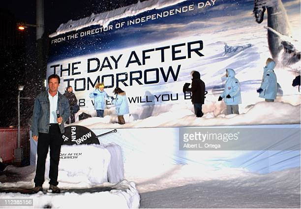 Dennis Quaid unveiling billboard during Unveiling of the FirstEver 'Weather Billboard' to Promote the Upcoming Film 'The Day After Tomorrow' at 8451...
