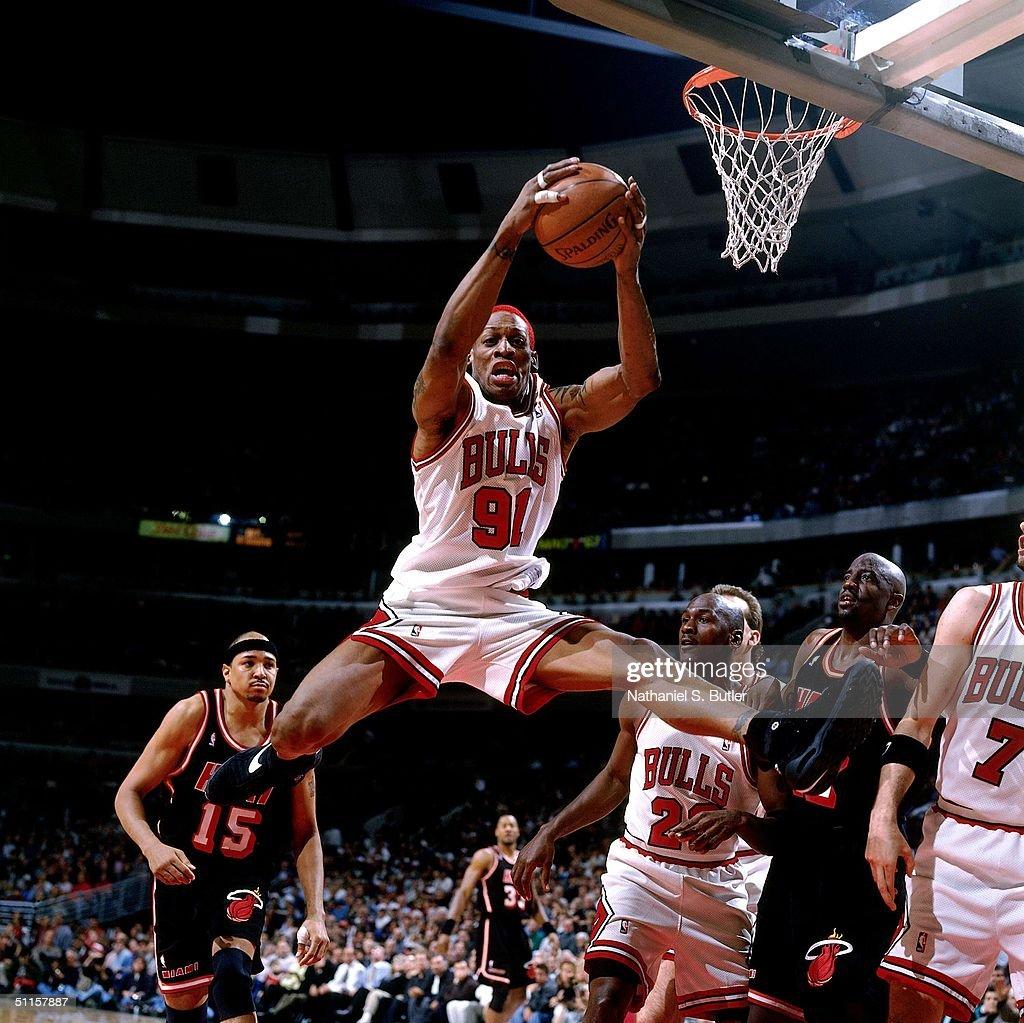 Dennis Rodman rebound : News Photo