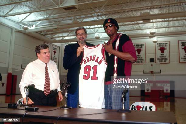 Dennis Rodman poses with a jersey during a press conference to announce he signed with the Chicago Bulls on October 5 1995 at the Berto Center in...