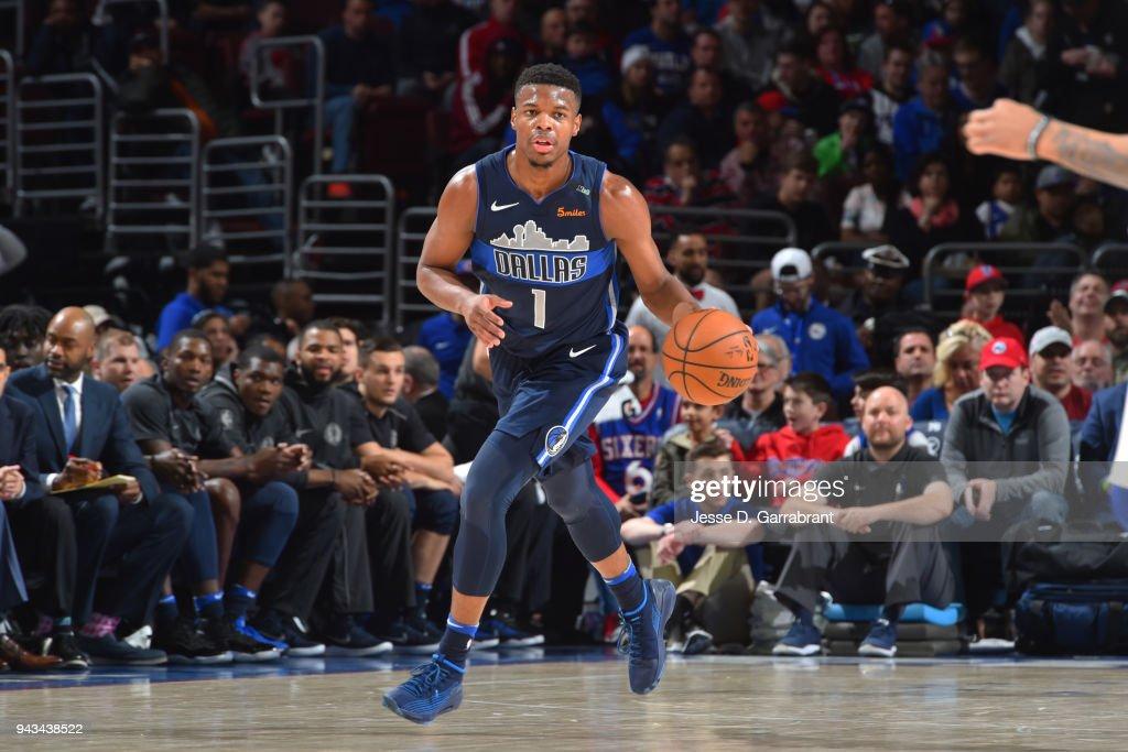 Dallas Mavericks v Philadelphia 76ers : Fotografia de notícias