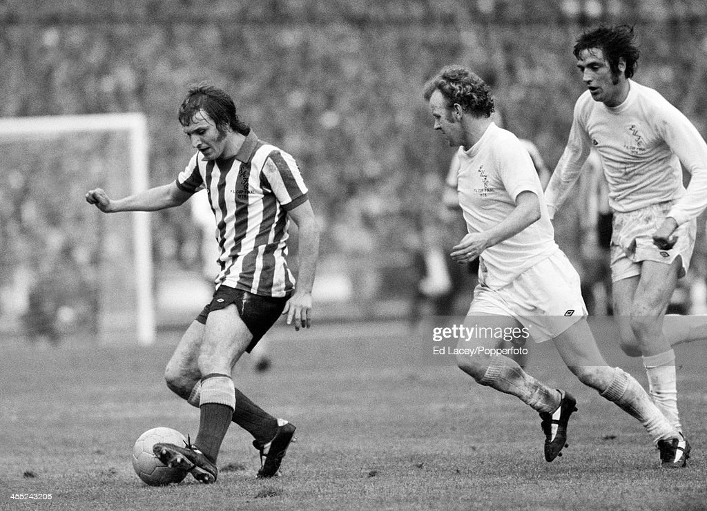 Dennis Tueart Of Sunderland Left Is Chased By Billy Bremner And Norman Hunter