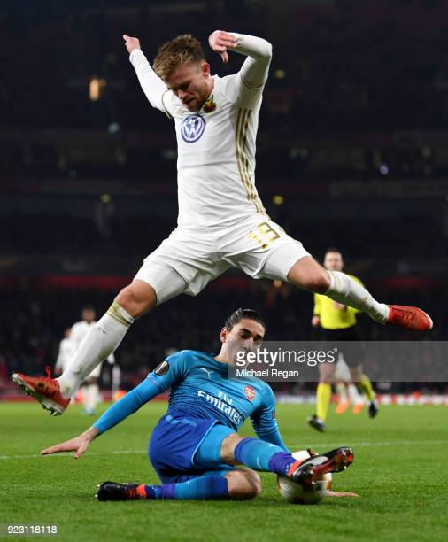 Dennis Widgren of Ostersunds FK evades Hector Bellerin of Arsenal during UEFA Europa League Round of 32 match between Arsenal and Ostersunds FK at...