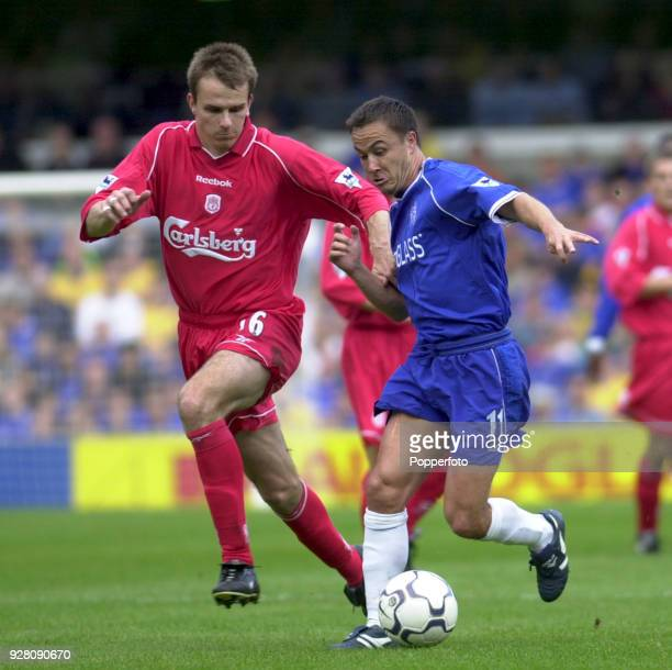 Dennis Wise of Chelsea battles with Dietmar Hamann of Liverpool during the match between Chelsea and Liverpool at Stamford Bridge in London on...