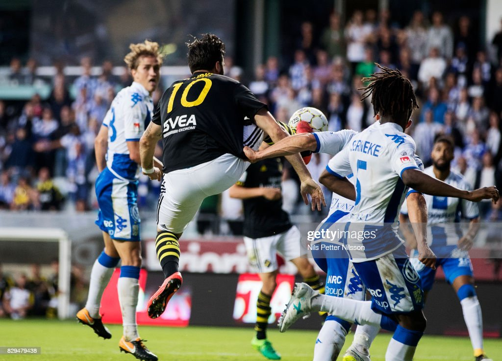 Denny Avdic of AIK shoots a high kick during the Allsvenskan match between IFK Goteborg and AIK at Gamla Ullevi on August 10, 2017 in Gothenburg, Sweden.