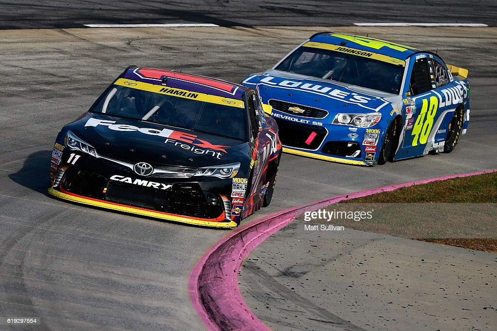 NASCAR Sprint Cup Series Goody's Fast Relief 500 : News Photo