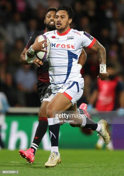 Denny Solomona of Sale breaks clear to score the first try during the European Rugby Challenge Cup match between Lyon and Sale Sharks at Matmut Stade...