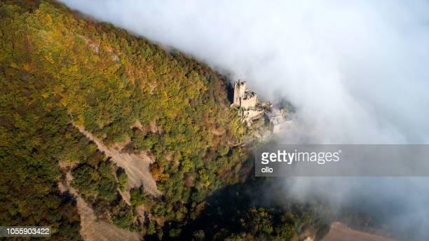 Dichter Nebel über Rhein Tal - Burg Sooneck, Deutschland