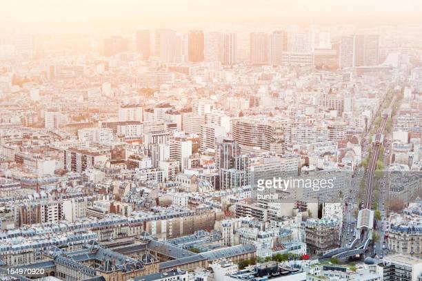 Densément peuplées ville-magnifique vue panoramique de Paris au crépuscule