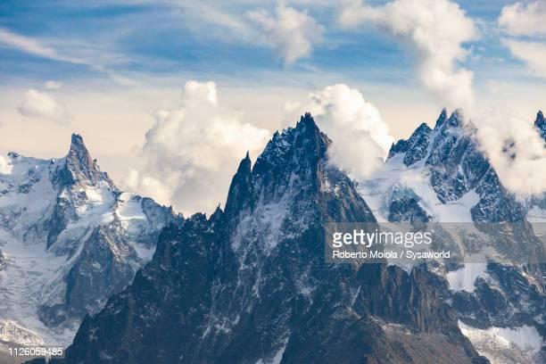 dent du geant, chamonix, france - montagne photos et images de collection