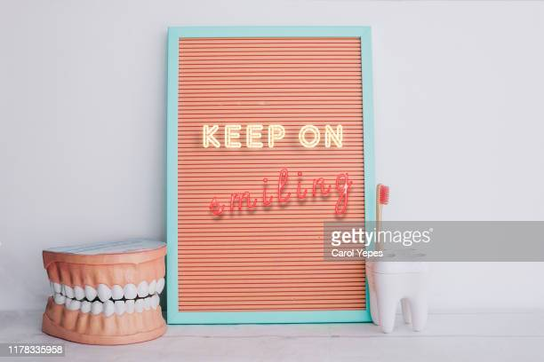 dental inspirational quote - gingivitis imagens e fotografias de stock