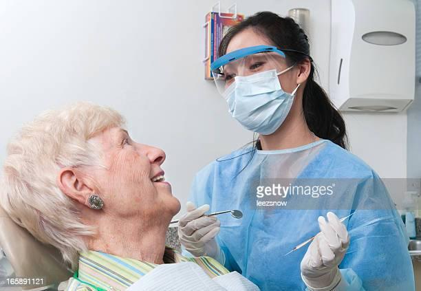 Zahnarzt Termin-Hygienist und Senior Patient
