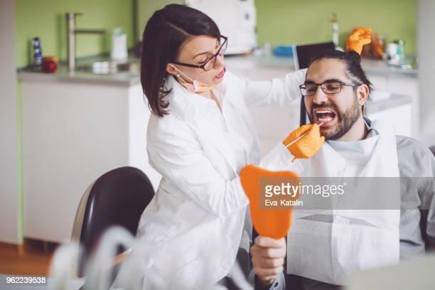 Dentiste, consultation de son patient