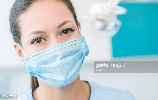dentist wearing a facemask - mascara - fotografias e filmes do acervo