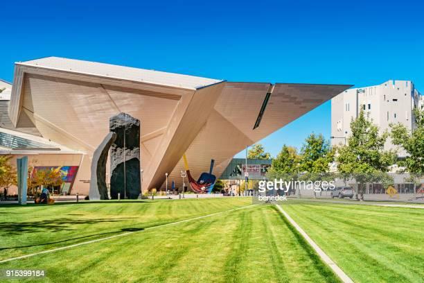 museo de arte de denver en el centro de denver colorado usa - denver fotografías e imágenes de stock