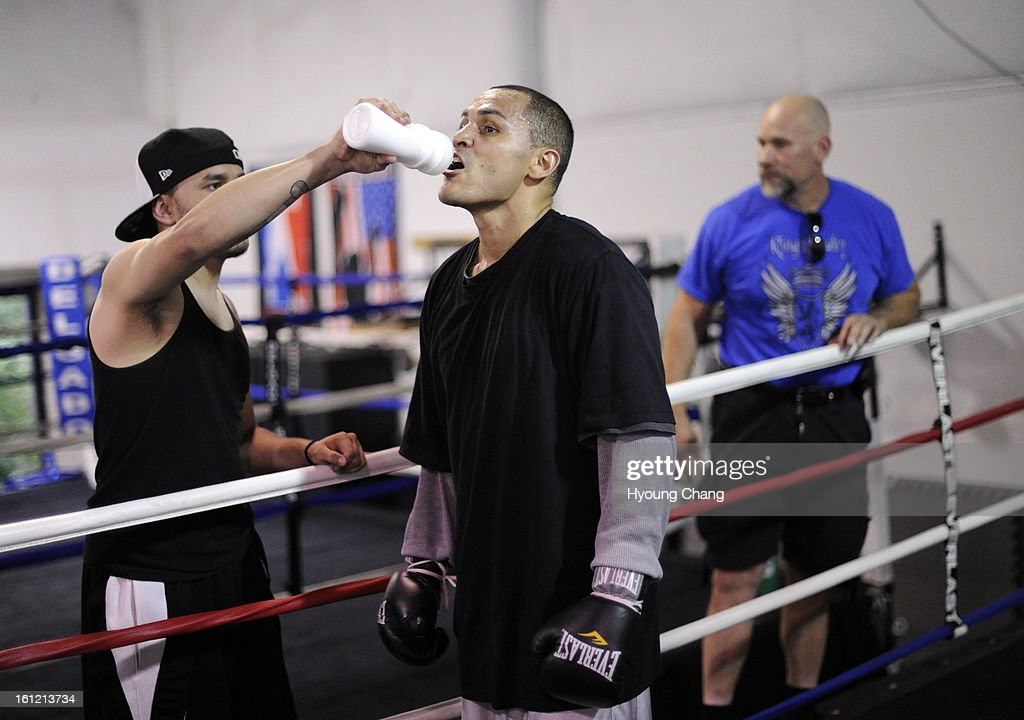 Denver boxer Mike Alvarado is having water during the training at