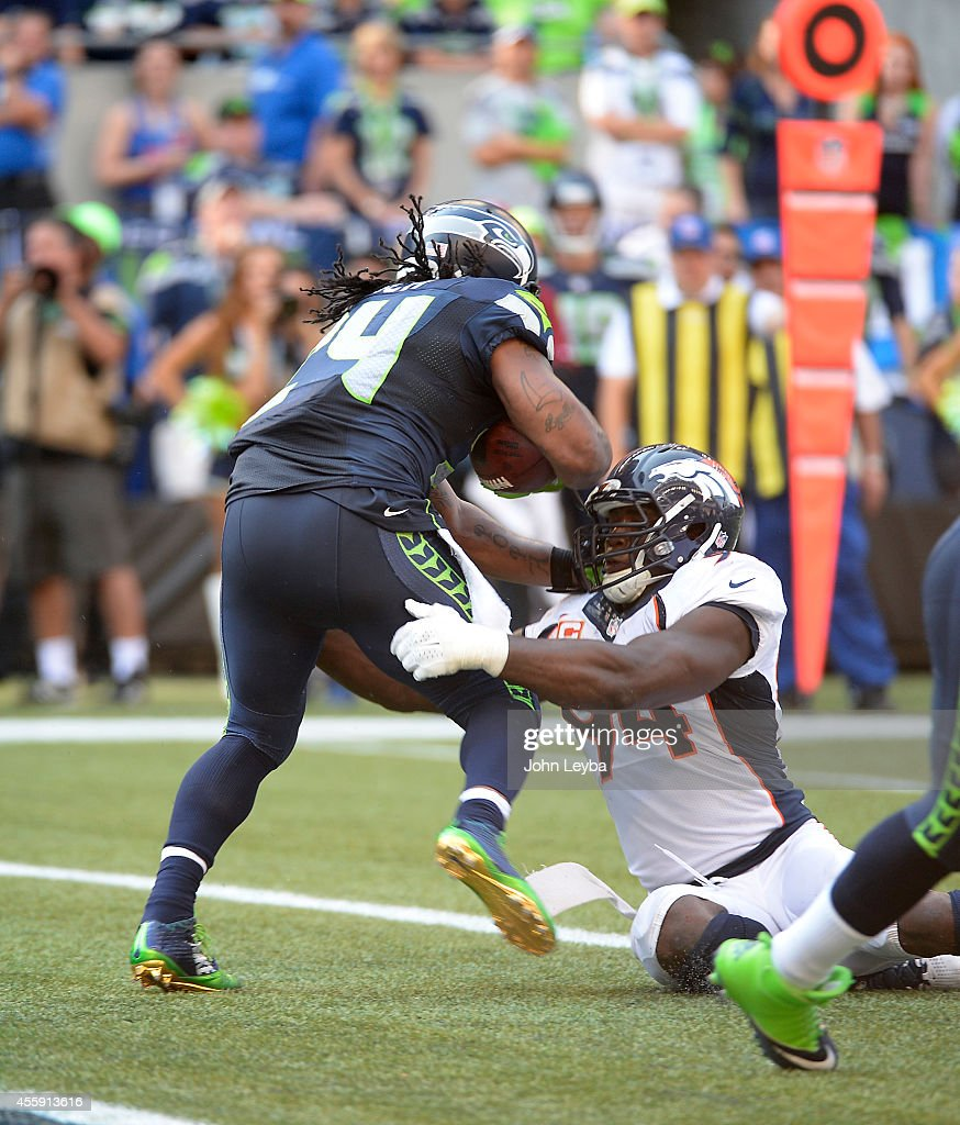 Denver Broncos versus the Seattle Seahawks : News Photo