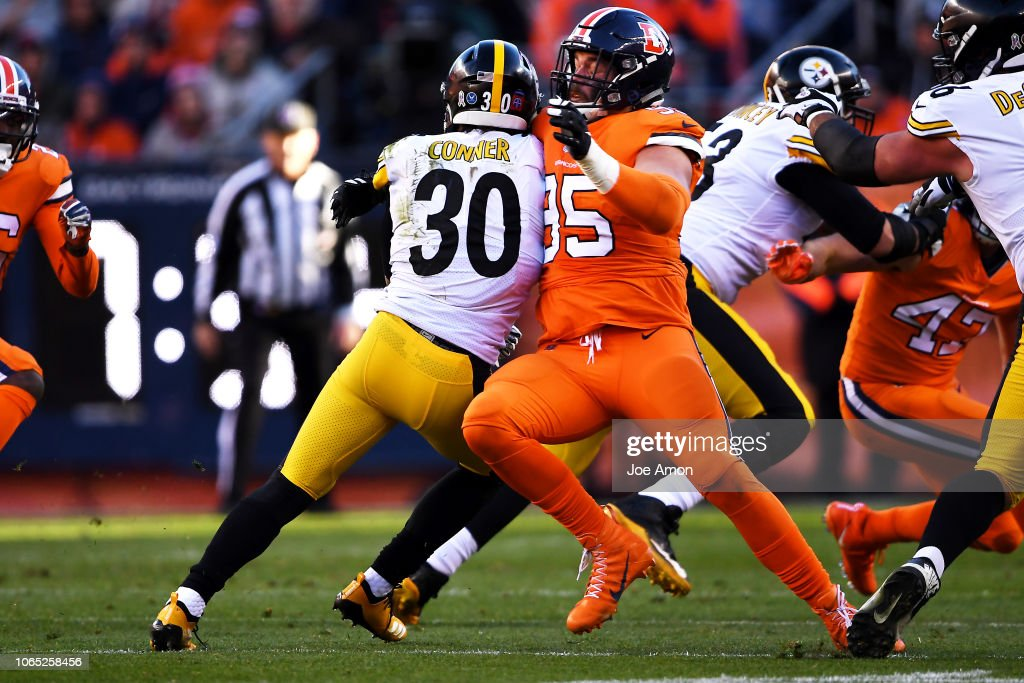 Denver Broncos vs. Pittsburgh Steelers, NFL Week 12 : News Photo