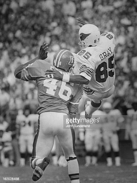 SEP 14 1975 SEP 15 1975 Denver Broncos Finding a shoulder to lean to Defensive back John Rowser of the Denver Broncos provides that service for Mel...