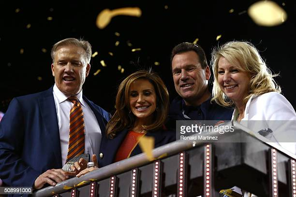 Denver Broncos general manager John Elway Paige Green head coach Gary Kubiak of the Denver Broncos and Rhonda Kubiak look on after defeating the...