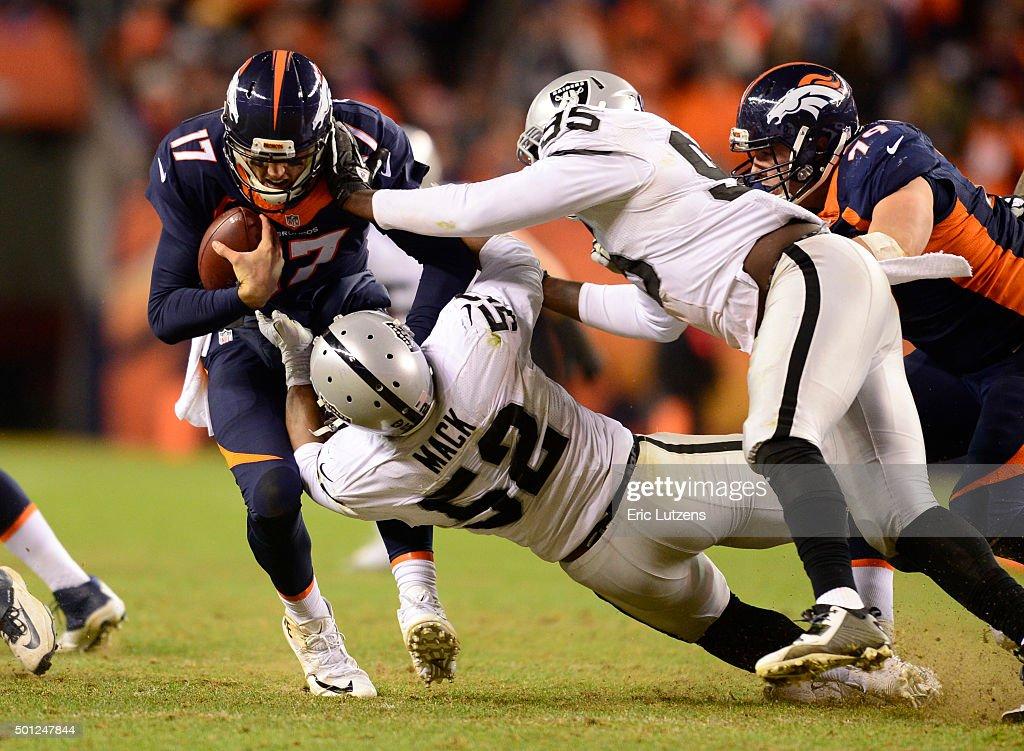 Denver Broncos versus the Oakland Raiders : News Photo