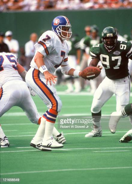 Denver Broncos quarterback John Elway directs the offense during a game against the New York Jets Piscataway NJ 1994 Marvin Washington a defensive...