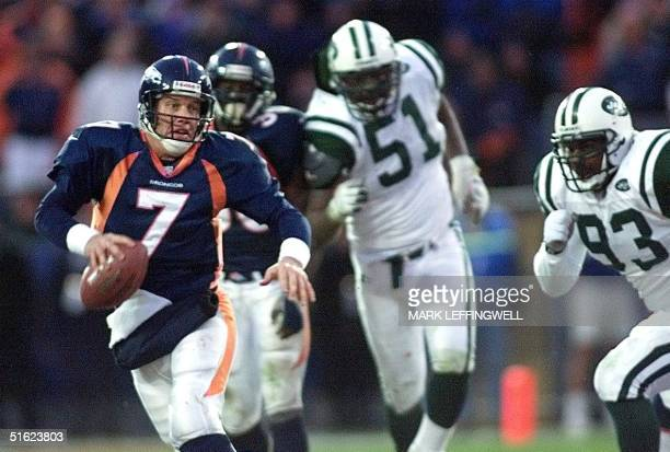 Denver Broncos quarterback John Elway runs from Bryan Cox and Ernie Logan of the New York Jets in the second half of the AFC Championship game 17...