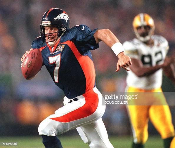 Denver Broncos Quarterback John Elway (L) Scramble
