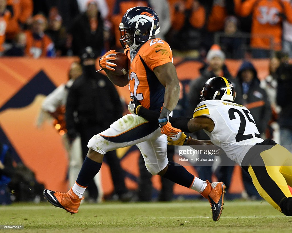 Denver Broncos versus the Pittsburgh Steelers : News Photo