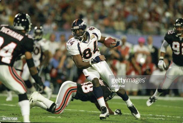 Denver Broncos tight end Shannon Sharpe runs with the football after catching a pass during the Broncos 3419 victory over the Atlanta Falcons in...