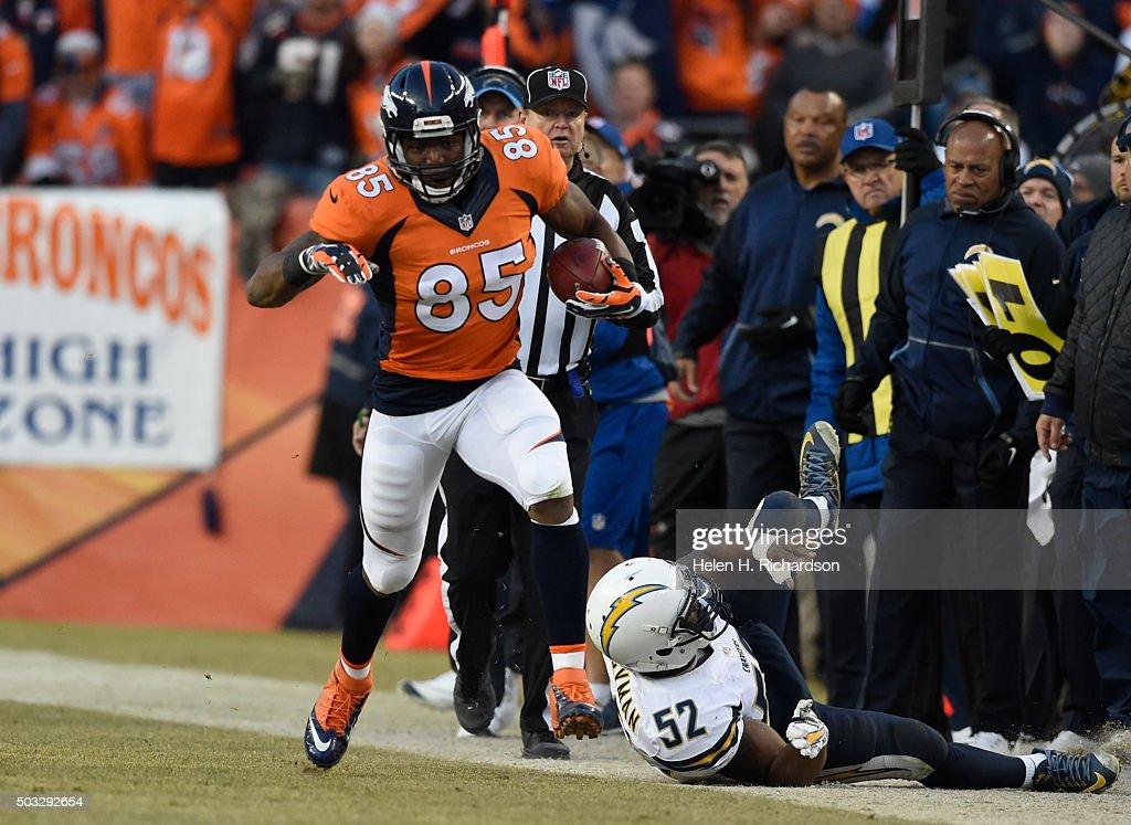 Denver Broncos versus the San Diego Chargers : News Photo
