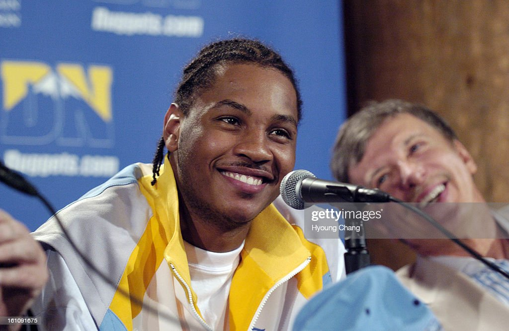 Denver, CO, July 12, 2006 - Denver Nuggets Carmelo Anthony, left, and owner Stan Koenke are in the press conference at Pepsi Center on Wednesday. Anthony signed a multi-year contract extension. (DENVER POST PHOTO BY HYOUNG CHANG) : ニュース写真