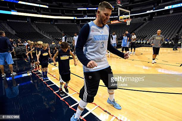 Denver Nuggets guard Mike Miller runs through drills with young players during an open practice with season ticket holders October 20 2016 at Pepsi...