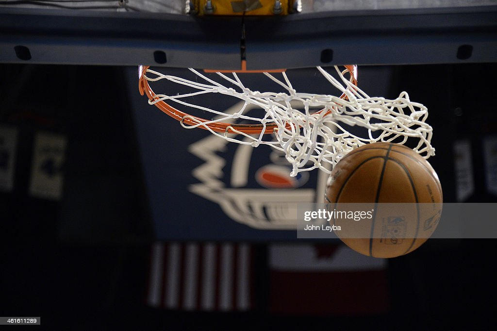 Denver Nuggets versus the Okalahoma City Thunder : News Photo