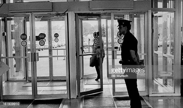 51986 Denver policeman watching front door of St Anthony's hospital Tuesday afternoon