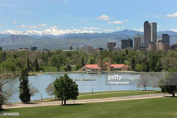 Denver Park der Stadt und das Capitol mit Rocky Mountains