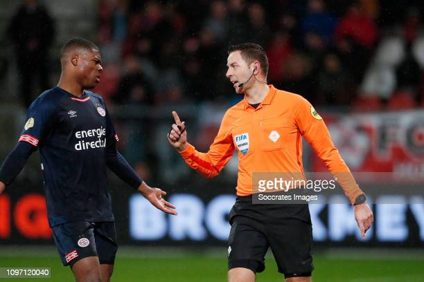Denzel Dumfries of PSV argues with referee Pol van Boekel about his decision to look at the VAR during the Dutch Eredivisie match between FC Utrecht...