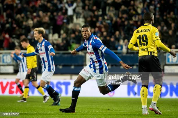 Denzel Dumfries of sc Heerenveen 11 during the Dutch Eredivisie match between sc Heerenveen and VVV Venlo at Abe Lenstra Stadium on December 09 2017...