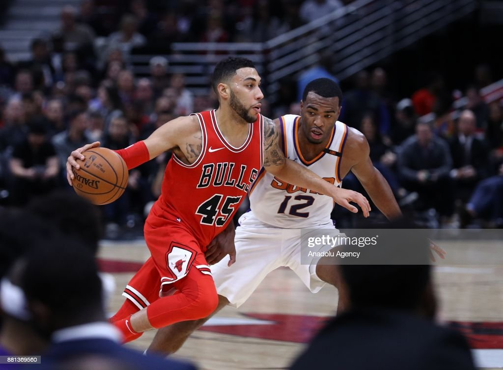 Denzel Valentine (L) of Chicago Bulls in action during an NBA basketball match between Chicago Bulls and Phoenix Suns at United Center in Chicago, Illinois, United States on November 28, 2017.