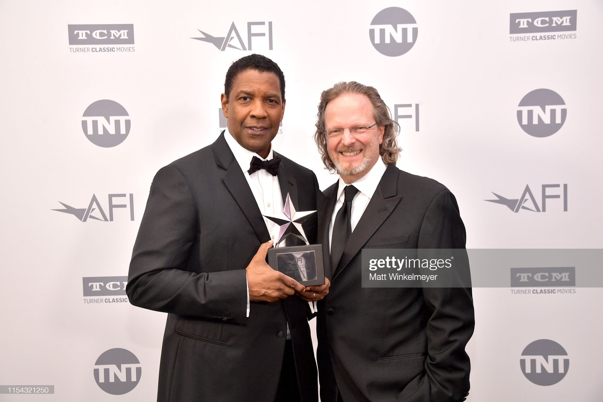 ¿Cuánto mide Denzel Washington? - Altura - Real height Denzel-washington-and-president-and-ceo-of-afi-bob-gazzale-attend-the-picture-id1154321250?s=2048x2048