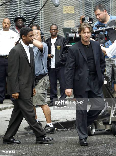 Denzel Washington and Russell Crowe at the Denzel Washington and Russell Crowe on the set American Gangster September 16 2006 at Lower Manhattan in...