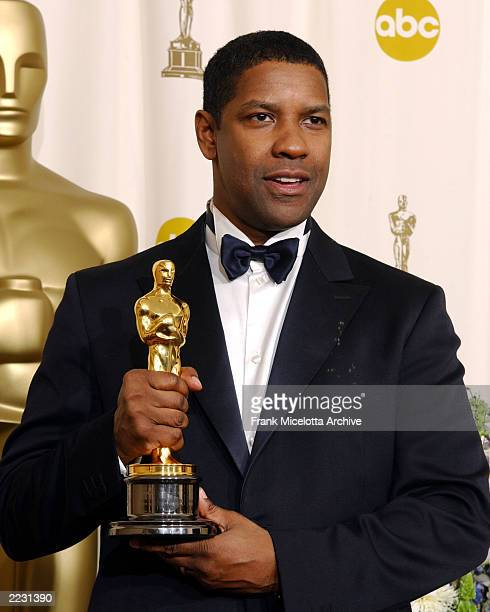 Denzel Washington backstage at the 74th Annual Academy Awards held at the Kodak Theatre in Hollywood Ca March 24 2002 photo by Frank...